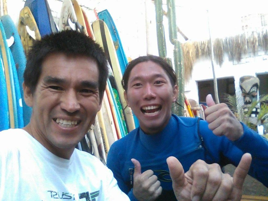 サーフィンの先生でもあり友人でもあるカルロスと