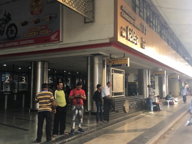 アーメダバード長距離バスターミナル入口