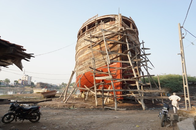 マンドビ木造船