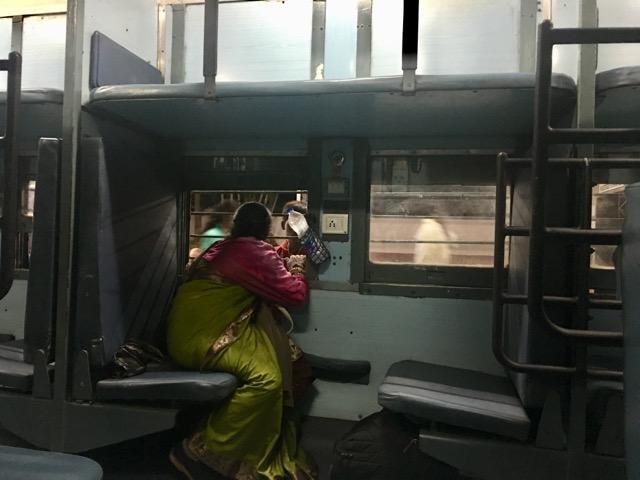 インドの鉄道内