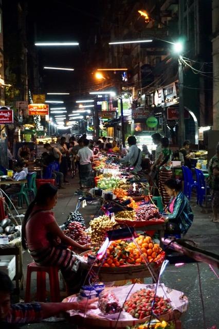 ヤンゴンの露店