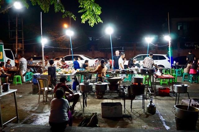 ヤンゴンの屋台