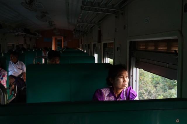 ヤンゴンからピイの鉄道