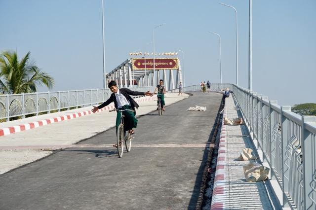 シットウェーの新しい橋
