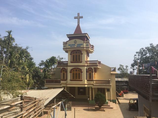 インド側国境の町モレーの教会