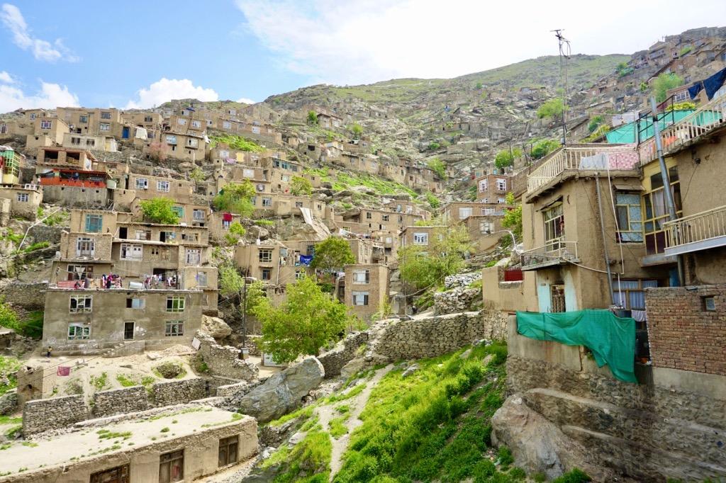 カブールの斜面に連なる家々
