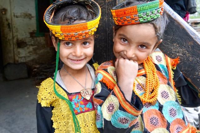 カラーシャ族の可愛い女の子たち