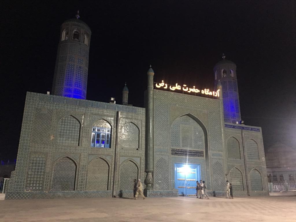 夜のアリーのモスク(ハズラト・アリー廟)