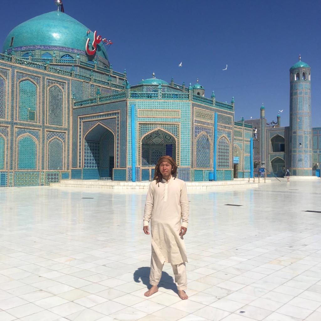 【ブルーモスク】アリーのモスク(ハズラト・アリー廟)で記念撮影