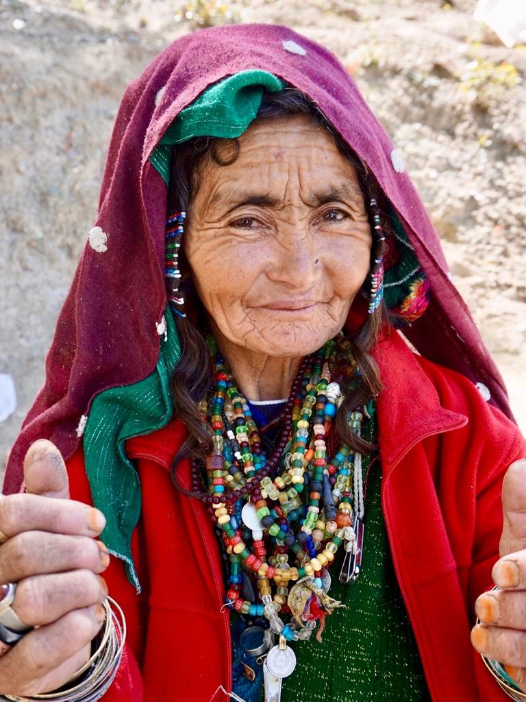 バーミヤンで撮影したお洒落な女性