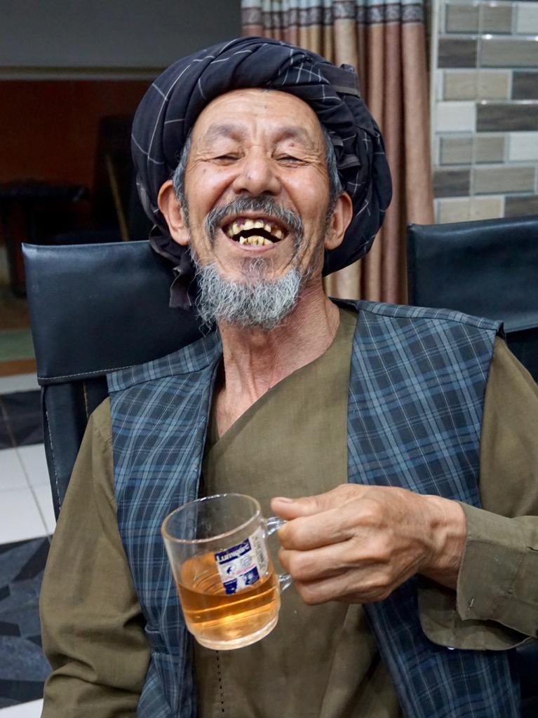 マザーシャリフの宿のおっちゃん、笑顔が素敵