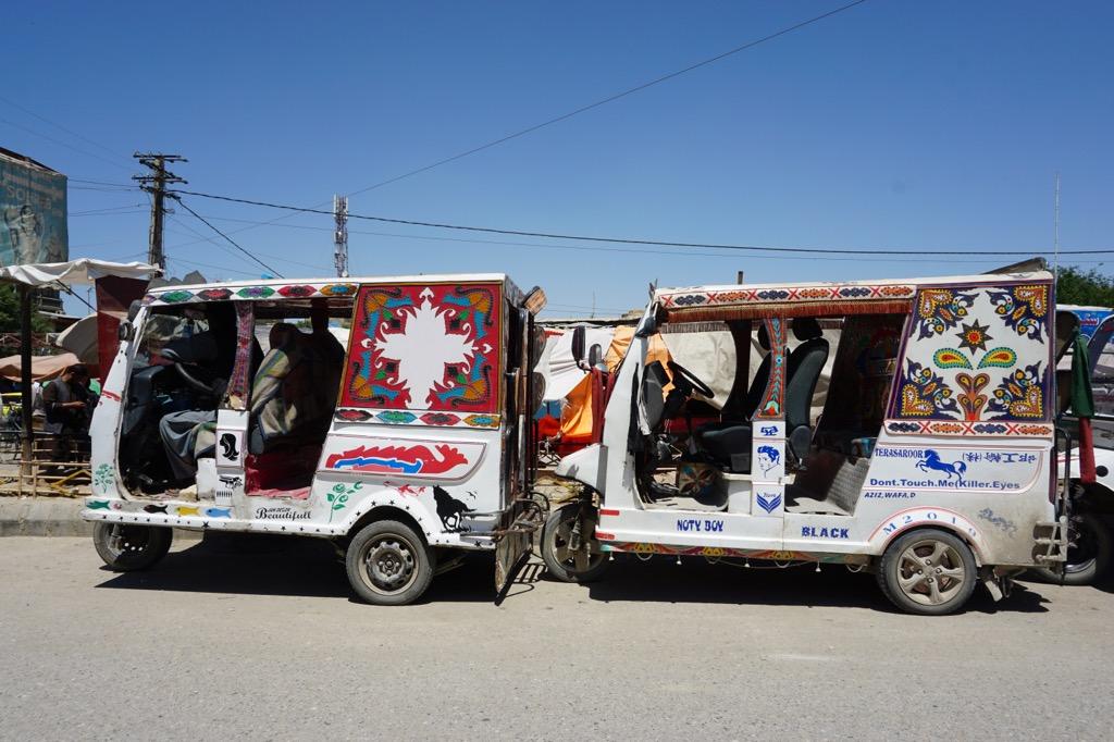 アフガニスタンのトゥクトゥク「スズキ」