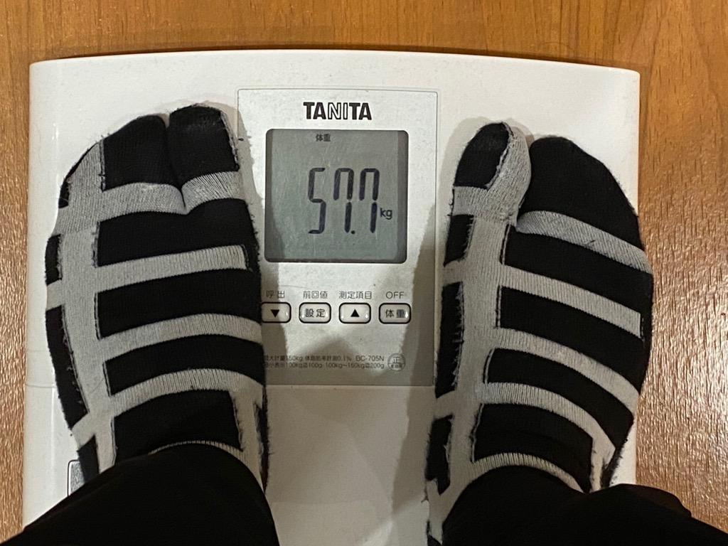 ジム入会後、筋トレ初日の体重は57.7キロ(1月19日)