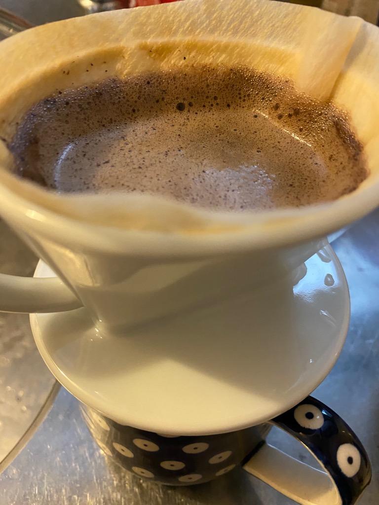 カフェ・バッハのドリッパーとフィルターで淹れるコーヒー