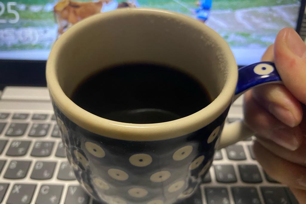 HadinEEonの電動コーヒーミル2020年最新版で挽いたコーヒー豆をドリップしたコーヒー